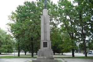 (c) KaunoZinios.lt archyvo nuotr.Laisvės paminklas Karo muziejaus sodelyje.