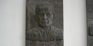 (c) Straipsnio autoriaus nuotr.Memorialinė lenta Antanui Jurgelioniui (1894–1976), esanti Lietuvos Kūno kultūros akademijos centrinių rūmų (Sporto g. 6) foje.