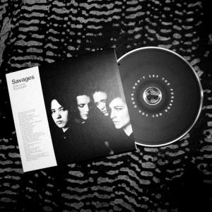 """Savages"" albumas popnoire.myschopify.com archyvo nuotr."