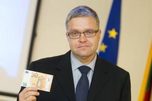 Vitas Vasiliauskas pristato nauja banknotą / Organizatorių archyvo nuotr.