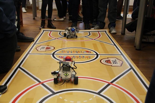 Robotikos Akademijos robotų varžybos / Organizatorių archyvo nuotr.