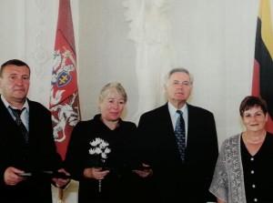 Alfonsas Babarskis ir Danutė (Babarskytė) Malakauskienė susitinka su Prezidentu. Rūta Glikman – dešinėje. Asmen. alb. nuotr.