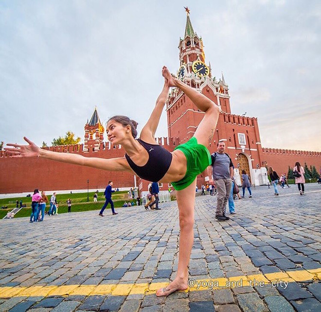 alexey-wind-yoga-in-the-city-2