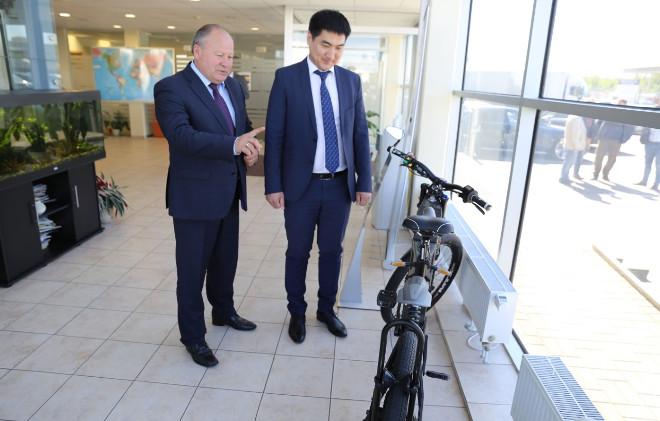 Elinta prie naujo elektra varomo dviracio