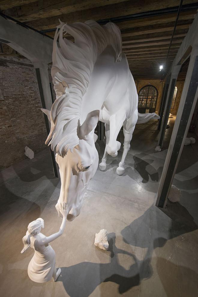 claudia-fontes-the-horse-problem-5