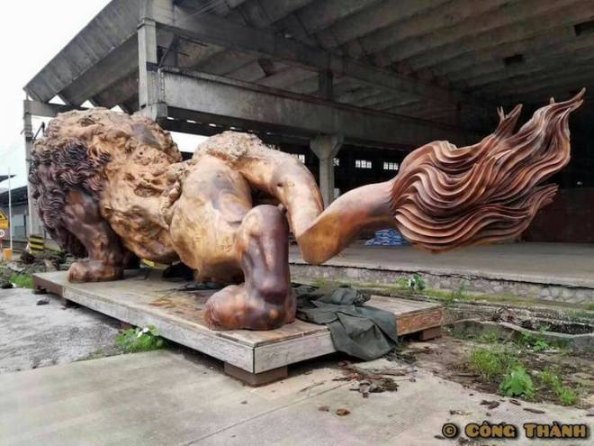giant-lion-redwood-sculpture-3