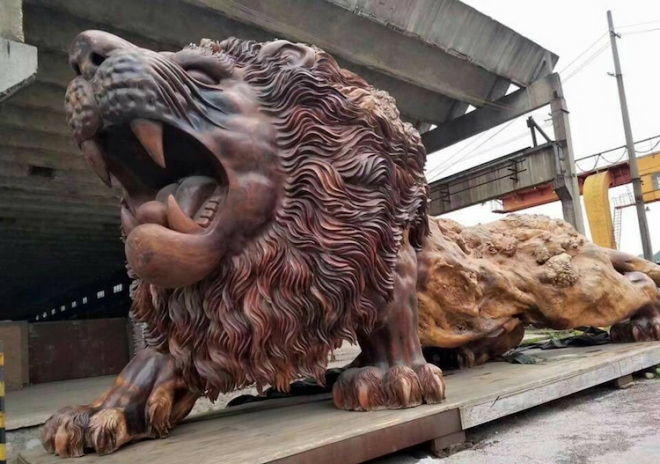 giant-lion-redwood-sculpture-4