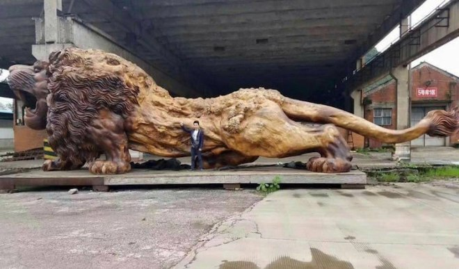 giant-lion-redwood-sculpture