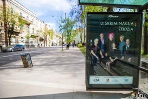 LGL socialinės reklamos plakatas transporto laukimo paviljone. A. Didžgalvio nuotr.