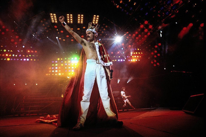Freddie Mercury 02