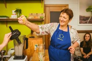 Renginio popietę maisto technologė Irena Žentalytė surengs augalinio maisto gaminimo pamoką, kurioje mokys kaip nesudėtingai iš sezoninių produktų pagaminti sveikų ir skanių patiekalų visai šeimai.