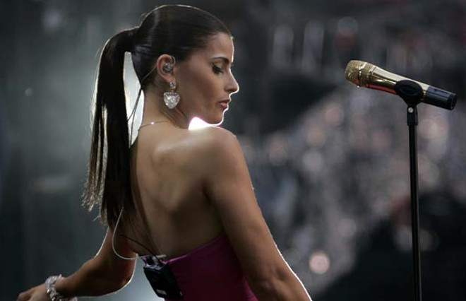 Nelly Furtado performs at the Concert for Diana at Wembley Stadium in London July 1, 2007. Princess Diana's sons staged a charity concert in her memory on Sunday which they hope will quell her critics and celebrate her humanitarian achievments.   REUTERS/Luke MacGregor    (BRITAIN) [PNG Merlin Archive]
