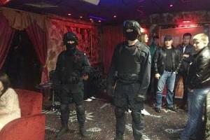 OMON pareigūnai naktiniame klube, ytimg.com nuotr.