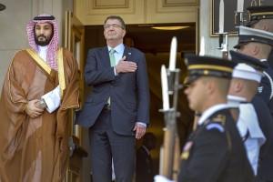 Mohammed bin Salman (kairėje) © Wikimedia Comons archyvo nuotr.