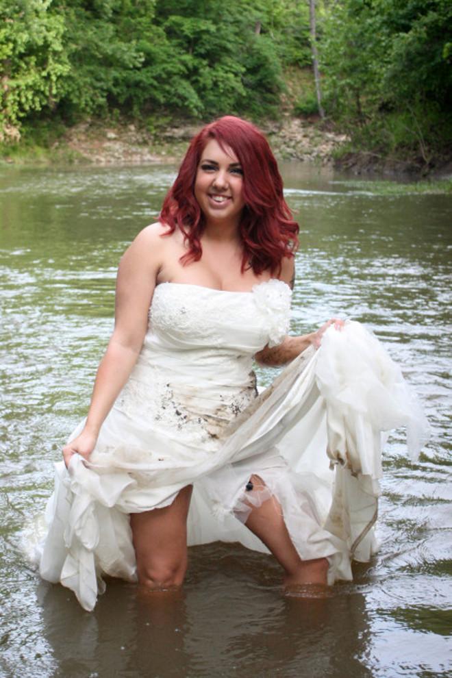 170223-woman-wedding-dress-fire-04