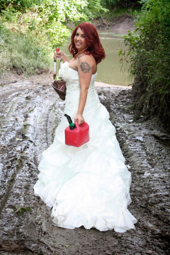170223-woman-wedding-dress-fire-05