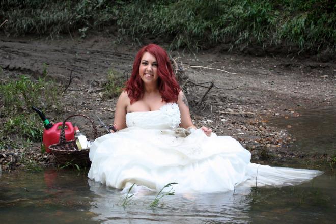 170223-woman-wedding-dress-fire-07