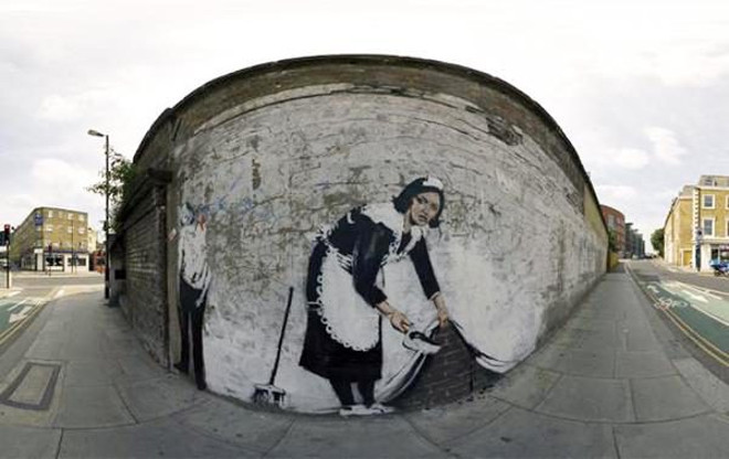 banksy-sweeping-it-under-the-carpet-2006-600x378