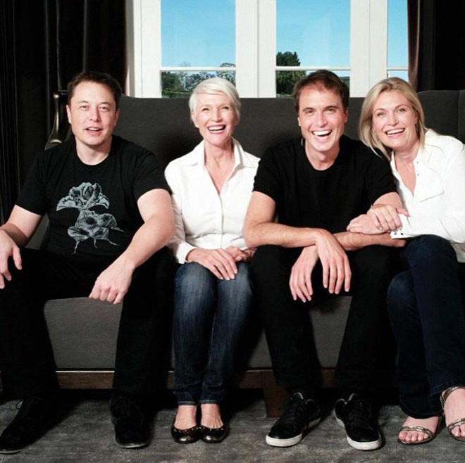 Maye-Musk-and-her-family