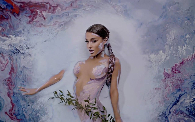 alexa-meade-body-painting-ariana-grande-5