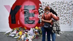 Atminimo siena, skirta Savitai Halappanavar, , kurios mirtis paskatino Airijos vyriausybę liberalizuoti abortų draudimą.