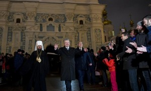 Naujai išrinktas Metropolitas Epifanijus ir Ukrainos Prezidentas Petro Porošenka © Wikimedia Commons archyvo nuotr.