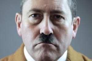 Neilo Holmeso įkūnytas Adolfas Hitleris