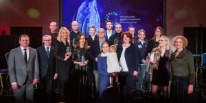 Nacionalinių lygybės ir įvairovės apdovanojimų 2018 laureatai ir lygių galimybių kontrolierė Agneta Skardžiuvienė. Martyno Ambrazo nuotr.