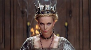 "Charlize Theron filmo ""Snow White and the Huntsman"" kadras"