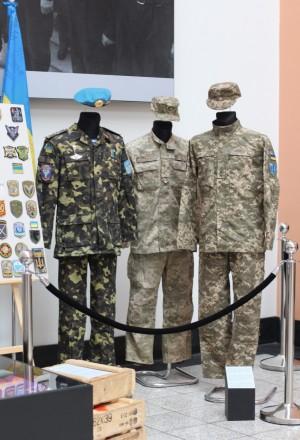 """Karo muziejuje pristatyta paroda """"Ukrainiečių karių antsiuvai, uniformos ir vėliavos iš fronto"""""""